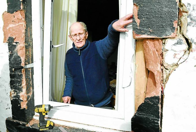 rigg damaged housed7d *** Local Caption *** SMASHED . . . Bill Porter surveys the damage at his house