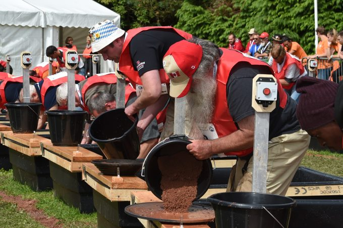 gold panning 2017s moffat *** Local Caption *** HEADS DOWN . . . competitors get started in one of the rounds