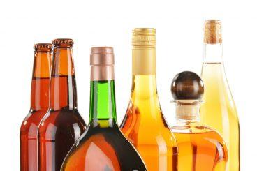 Men sought over high-value booze theft