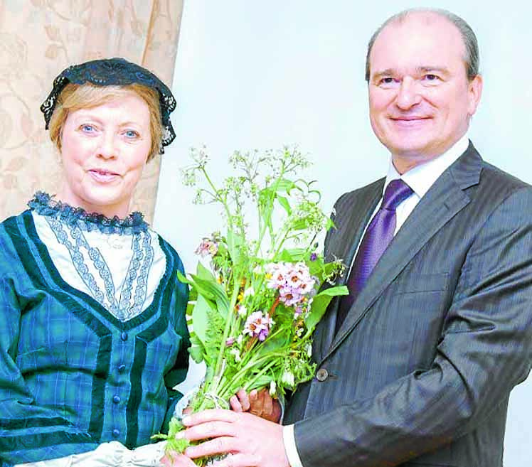 SPECIAL VISIT . . . local actress Myrtle Little presenta a bouquet to the Consul General of the Russian Federation, Andrey Pritsepov, when he visited Moffat in the spring (Photo: Jonathon Cosens)