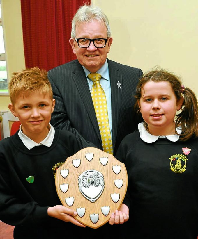 civic pride rt *** Local Caption *** ENDEAVOUR AWARD . . . Jack Groom presents the trophy to Euan and Evie representing Laurieknowe Primary School
