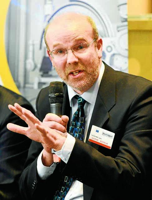 Professor gives lung talk to EU
