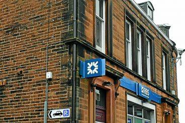 Pub chain denies bank purchases