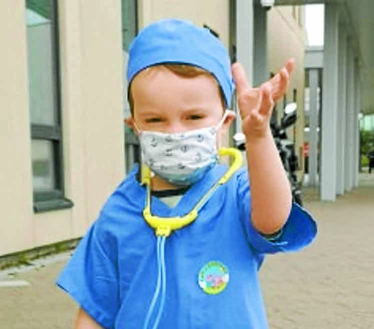 Tot praised for hospital outfit choice