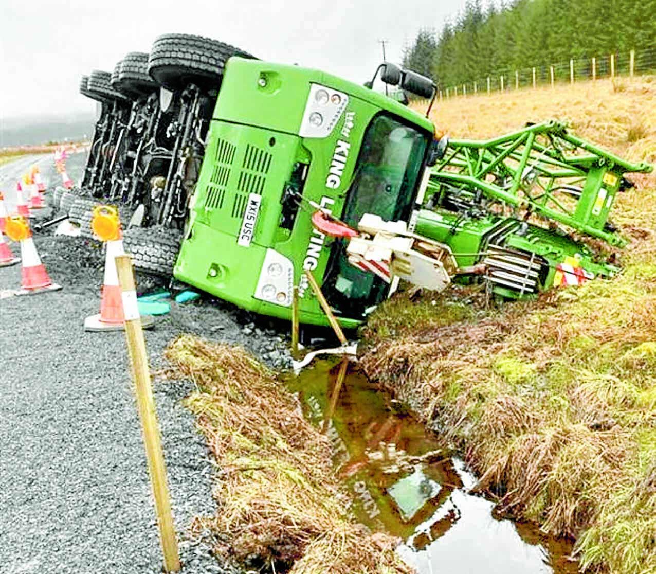 Double crane crash ignites wind farm row