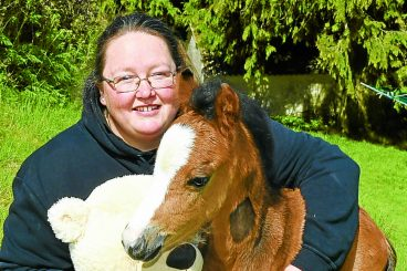Vet goes above and beyond to save foal