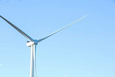 Minister opens windfarm